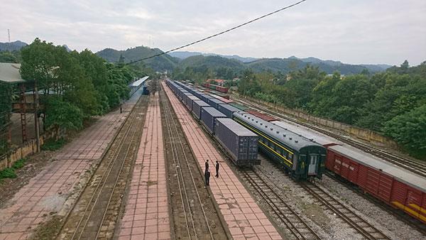 Vận chuyển đường sắt: 2 tàu suýt đâm nhau
