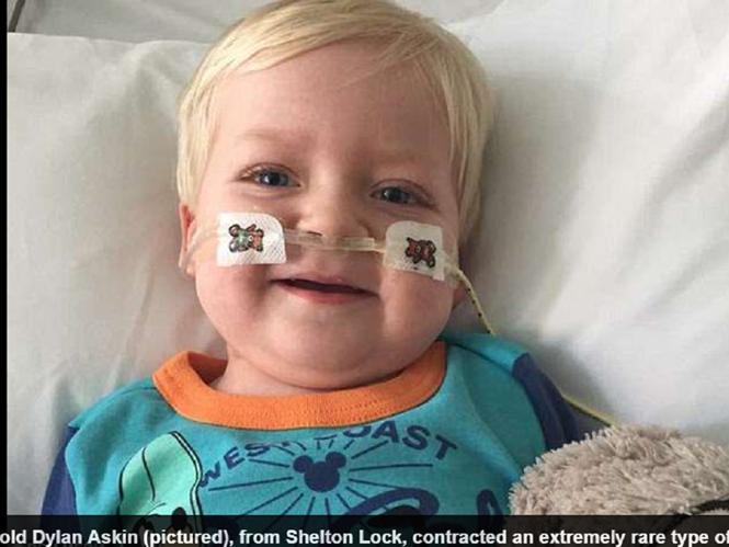 Rút ống thở, cậu bé ung thư tưởng chết bỗng tỉnh dậy, 2 năm sau hết bệnh