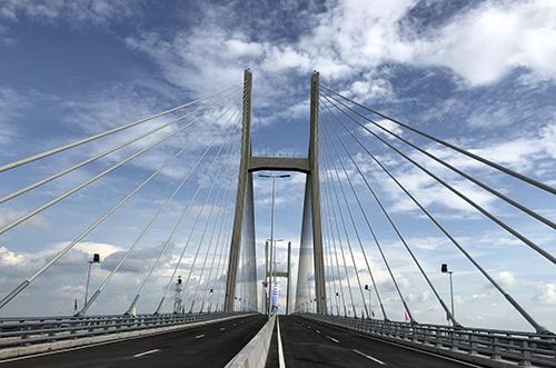 Đây là cầu dây văng thứ 3 bắc qua sông Tiền sau cầu Mỹ Thuận và Rạch Miễu