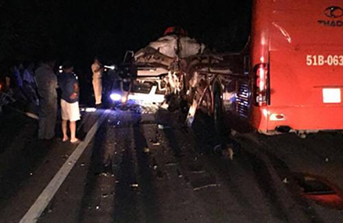 Tai nạn giữa hai ôtô làm nhiều người bị thương ở Khánh Hòa