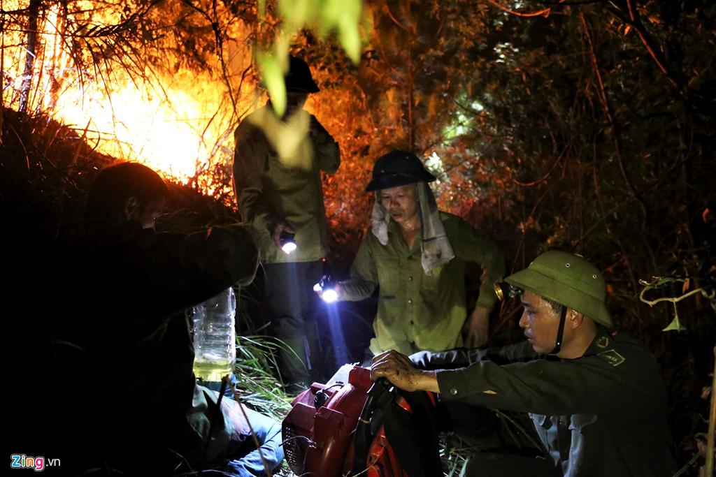 không có nhiều thiết bị dập lửa khiến ngọn lửa nhanh chóng lan rộng
