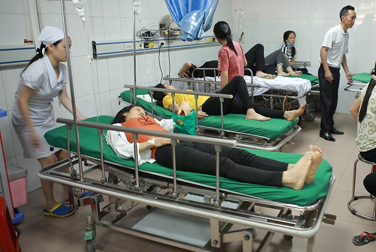 Các công nhân cấp cứu tại bệnh viện