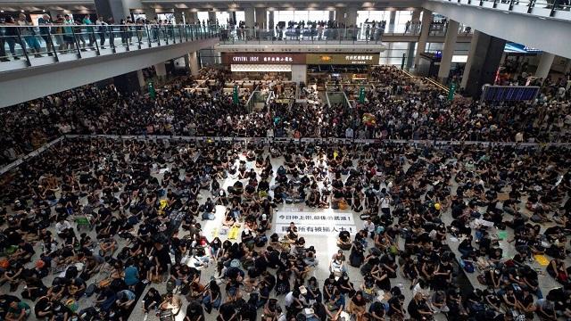 Bieu-tinh-tai-san-bay-HongKong